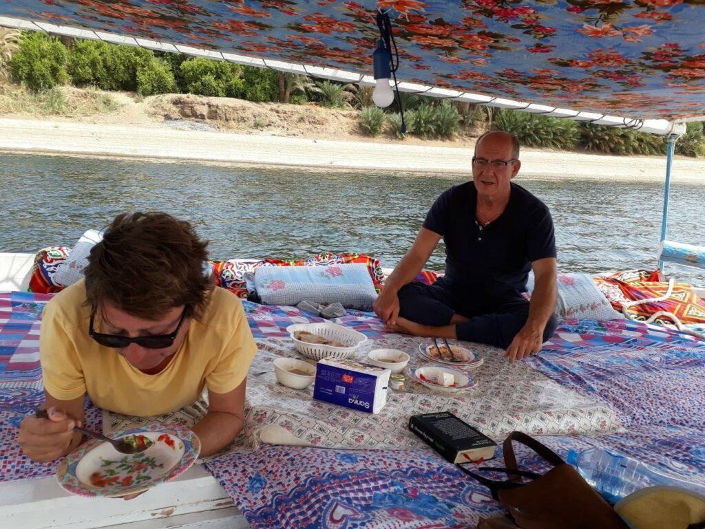 Mittagessen auf dem Deck von Horus.